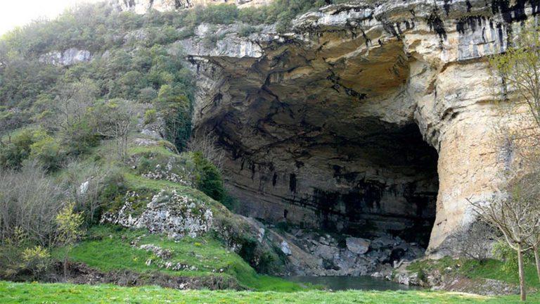 Fouilles archéologiques dans la grotte du Mas d'Azil (Ariège)